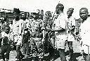 Rebelles et casques bleus indonésiens à la gare de Kabongo