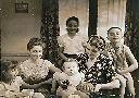 Albertville, mars 1953 - Georges, 1 an - Mme OLIARO, sa maman, Carla, Ida, Giovanni et moi
