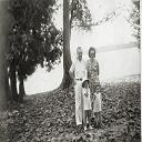 Stanleyville: Famille CORNU - Devant le fleuve, face à la cathédrale