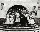 Dit zouden de pioniers zijn van Filtisaf : Moeder Nora rechts van Mr De Baets en vader Emiel uiterst links tussen de drie vrouwen
