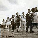 Carnaval des enfants aux abords du nouveau mess