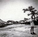 Village sur la route de KABIMBA Robert VERMAST Novembre 1957