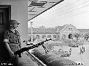 Sentinelle de garde au QG du contingent irlandais  près de Regina Pacis - 1/08/1960