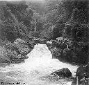 Chute: fin du bassin de retenue de 90.000 m3 quand le barrage sera fini Juill 1958