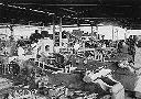 Personnel C.F.L. devant les ateliers à Albertville