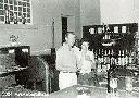 M et Mme Créviaux, gérants du bar du Cercle C.F.L. à Albertville