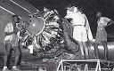 Juillet 1950: dans les ateliers et hangars à Léopoldville, les mécaniciens s'occupent de l'entretien des DC-3, qui volent au Congo, ainsi que des DC-4 et DC-6 qui sont exploités sur les lignes intercontinentales